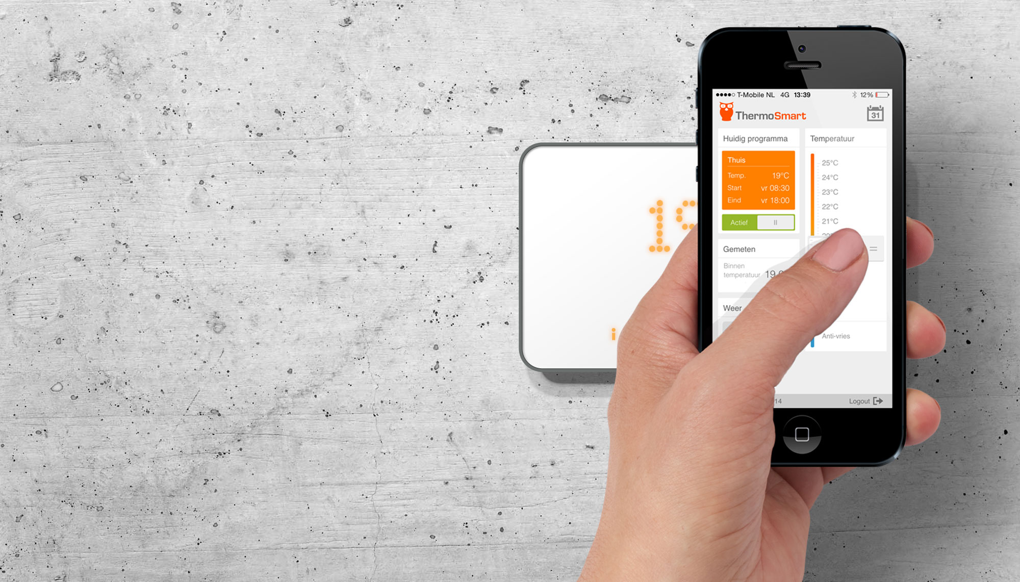 ThermoSmart bedien je altijd en overal, bijvoorbeeld met je iPhone.